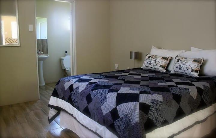 [9] Self-catering double bed en-suite