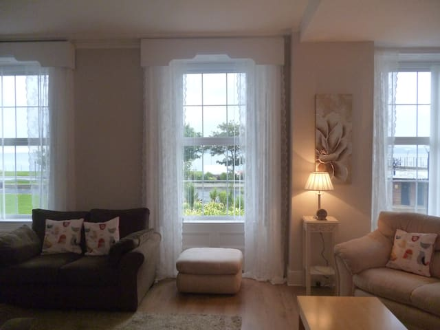 Ashore Terrace (15 mins from Belfast) & sea views - Carrickfergus