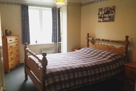 Lovely double bedroom in a quiet and cosy area - Pinner