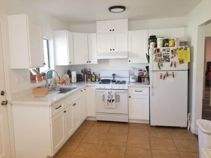 Remodeled Home, 25 Minutes to SF,  private parking