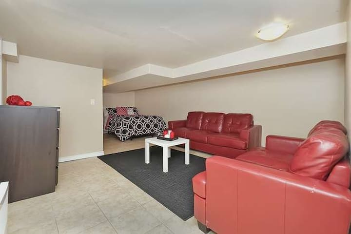Cozy Private Bsmt Apartment w/ TV