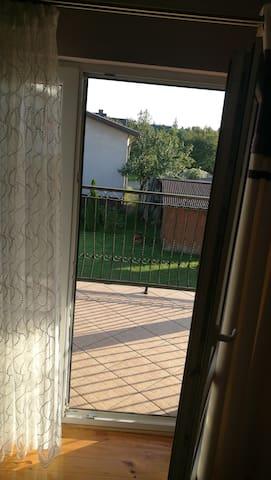 Obszerny balkon przy pokoju 1.