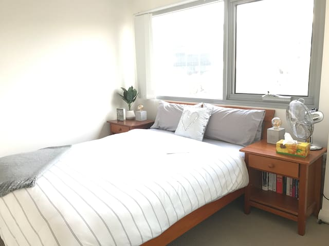 Modern sunny double bedroom in Parramatta CBD