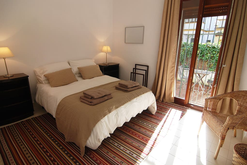 Jerez Town House Holiday Rental - Second Bedroom with King size bed.