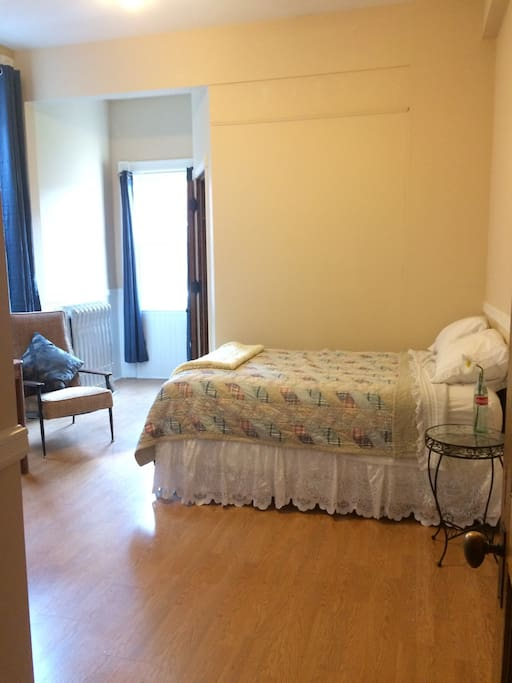 Cozy bedroom in historic home apartments for rent in for 7 bedroom house for rent in michigan