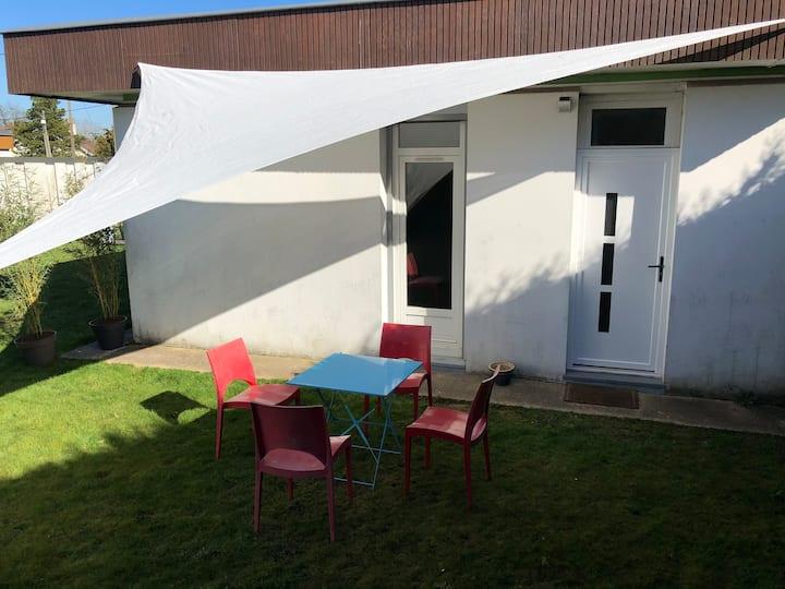Studio avec jardin à Mont Saint Aignan