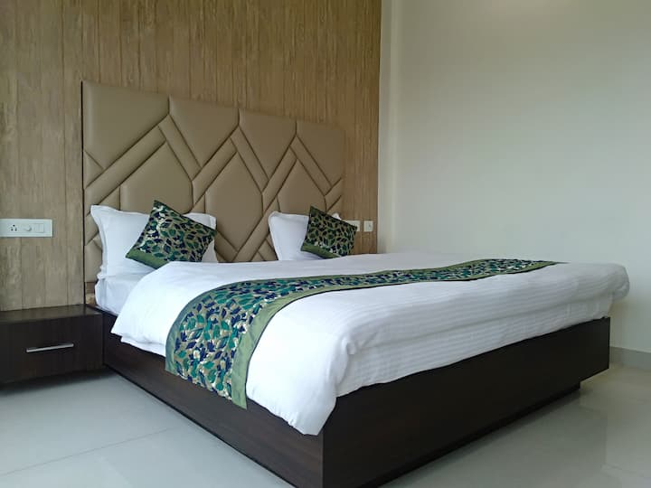 Private AC Rooms @Hotel Golden Residency, Amritsar