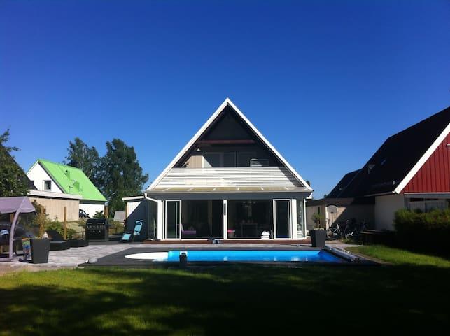 Villa med POOL 3 mil/30 min från Stockholm/Arlanda