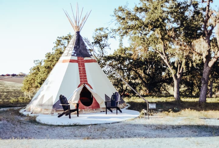 Luxury Glamping Tipi Power, Water, Full Bath, View