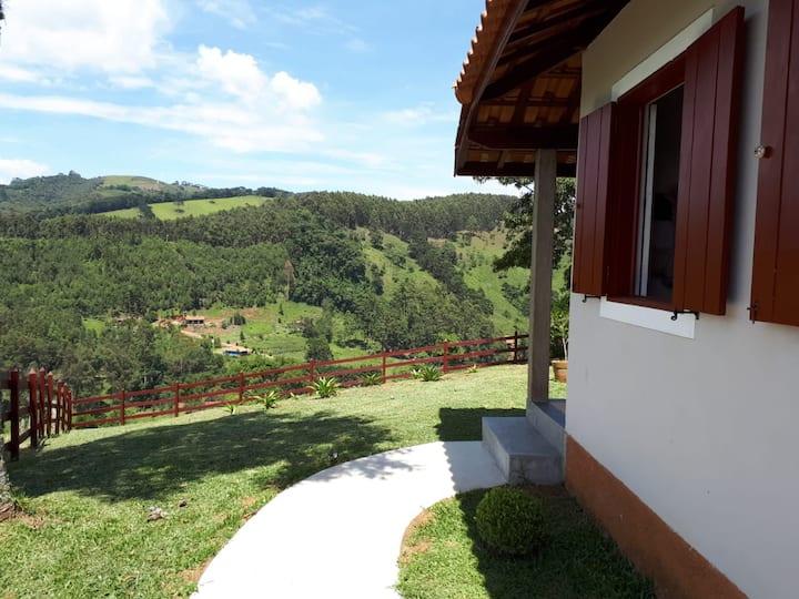Chalé com vista espetacular em Gonçalves- MG