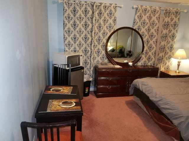 Fully Furnished Private Room With 1.5 Bathrooms