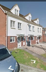 Lovely 3 storey town house - Casa