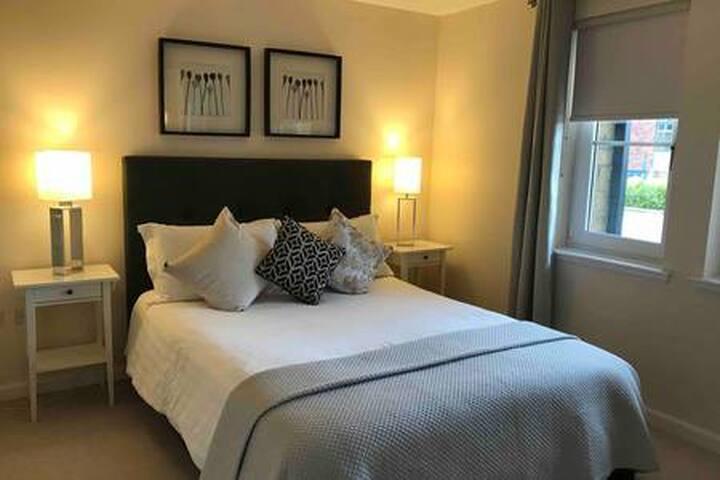 *Main Door Luxurious  Dunblane Garden Apartment*