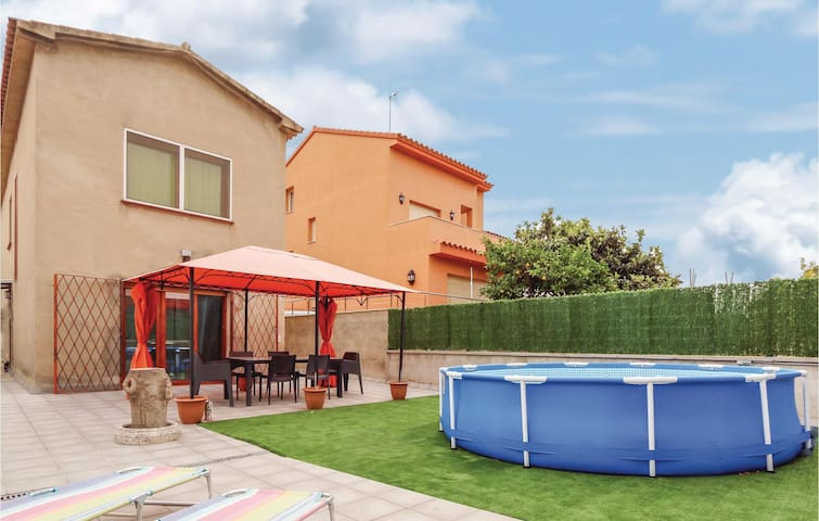 Holiday cottage with 4 bedrooms on 120 m² in El Masnou