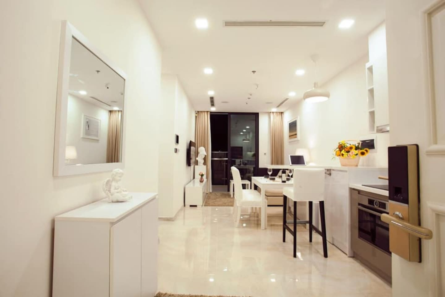 Fully furnished- Modern and artistic designed appartment- Riverview and parkview - Downtown