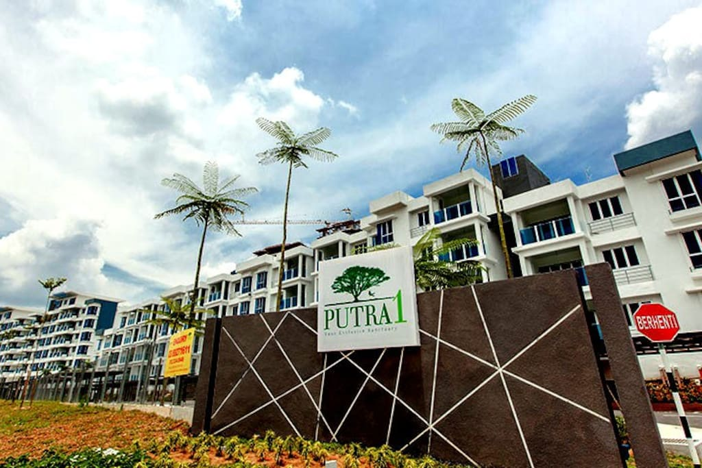 The sign of Putra 1 Apartment