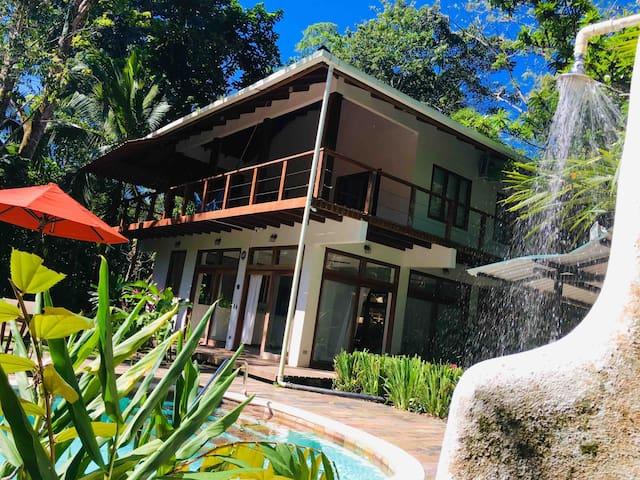 XANADU villa fast fiber WiFi!! AC,skyTV and Pool