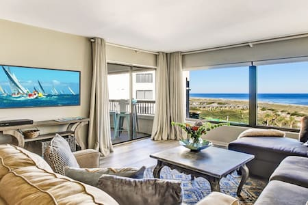 Immaculate OCEANFRONT condo steps to Ritz Carlton!