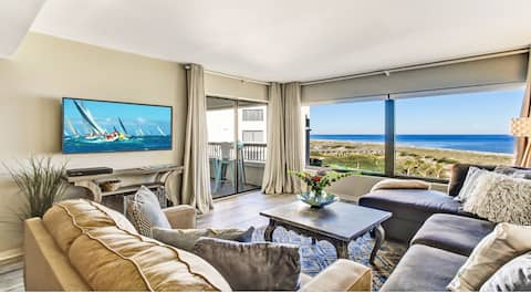 Immaculate OCEANFRONT condo steps from the Ritz!