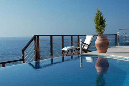 Villa Paradiso - Pomos - Villa