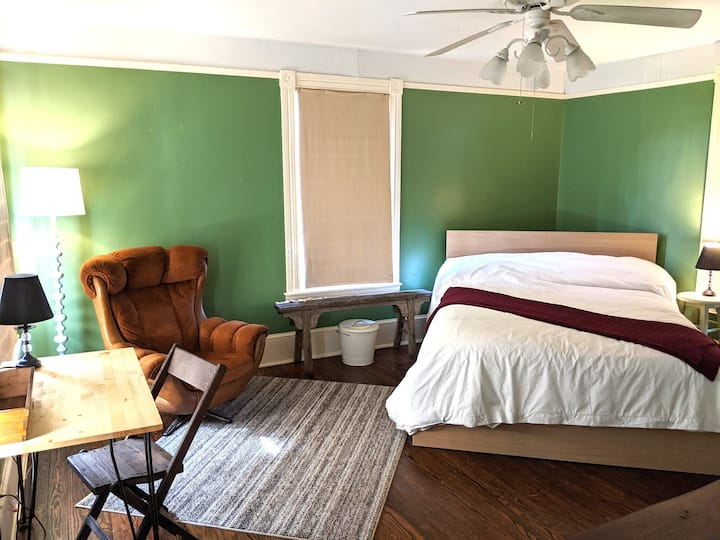 Historic & Charming Room Near Rail Trail