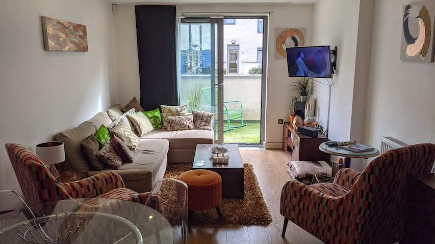 Fab private room near canary wharf and mile end