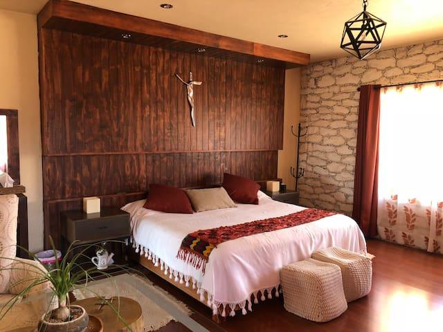 Habitación principal, cama kin