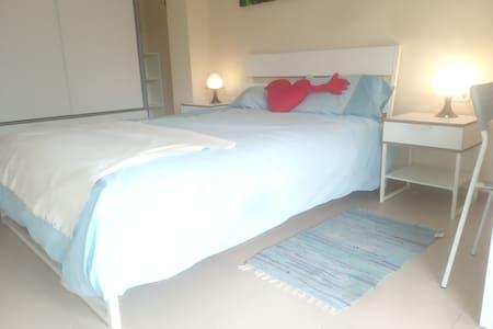 Habitación privada en la Costa Brava 1 cama doble