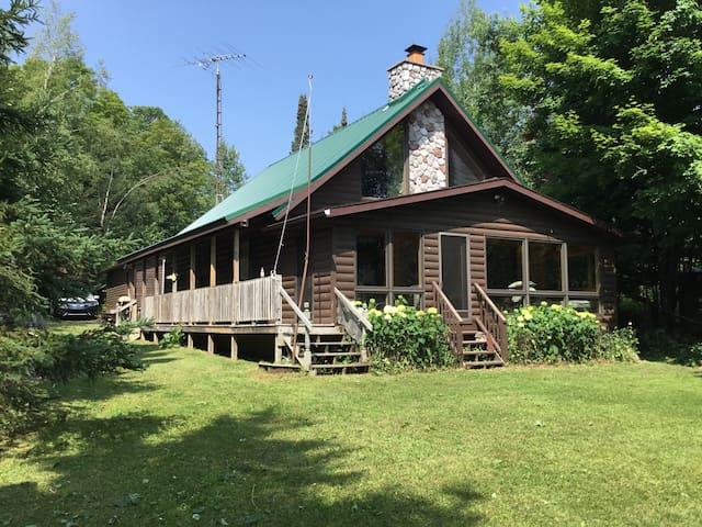 Lakefront Lodge Lake Van Zile, Wisconsin