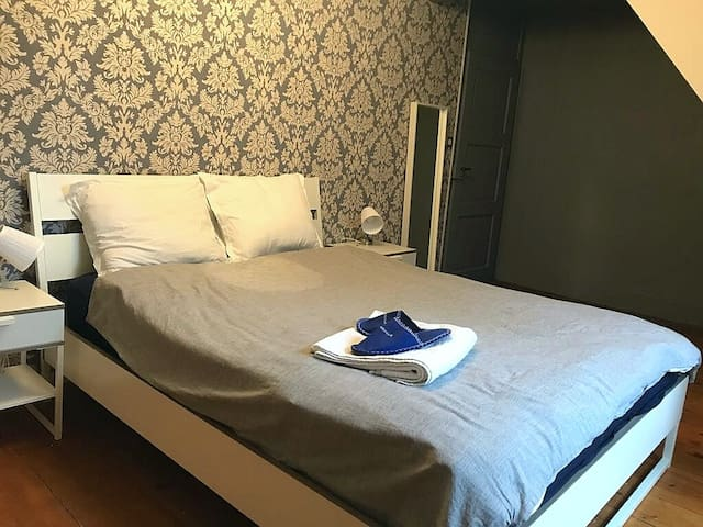 Spacious room ★ 30' min to PALEXPO | Parking