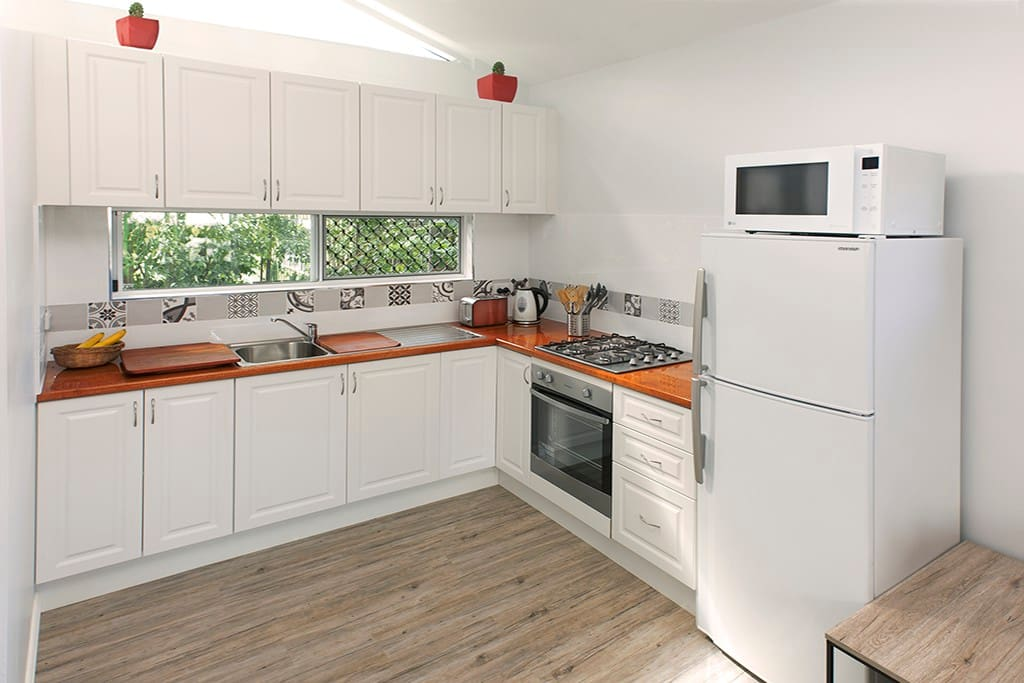 Fully Self contained - modern New Kitchen - silky oak bench top & Gas Range top