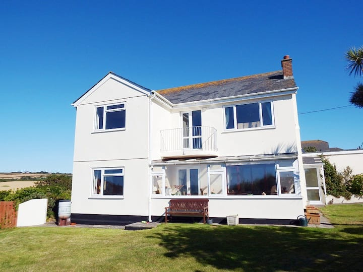 Fairlee, a 5 Star Holiday home by the sea!
