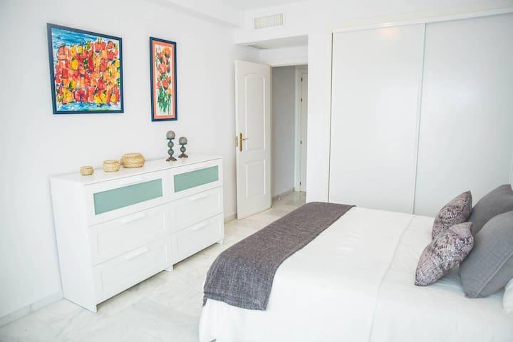 2 bed apartment with great views -Elviria Marbella