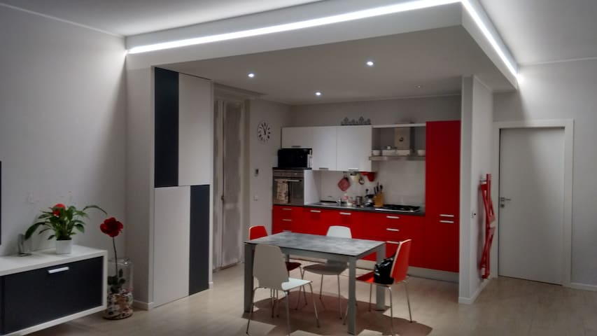 Modern international cozy apartment - Treviglio - Appartement