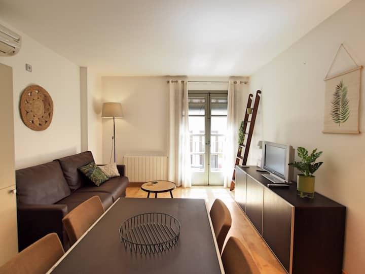 Cozy 2 bed apartment w/airco near the Wine Square