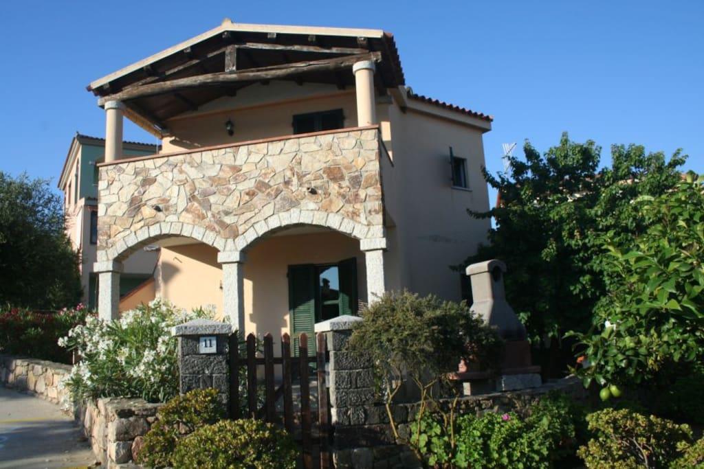 Villetta ginevra speciale aprile maggio giugno case in for Case a budoni in affitto