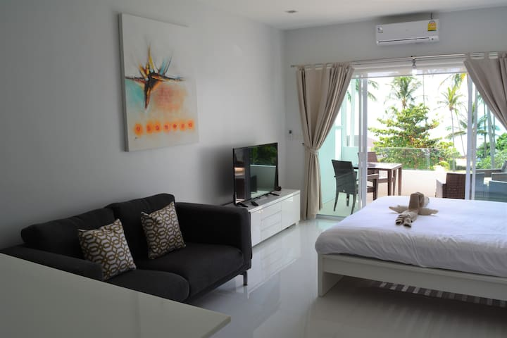 Top floor sea view studio. Pool & private beach. - Ko Lanta Yai