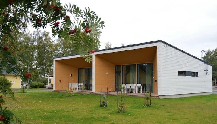 Villa Seilori 12 hengelle (2 yhdistettyä huoneistoa) / Villa Seilori for 12 persons (two interconnected apartments)