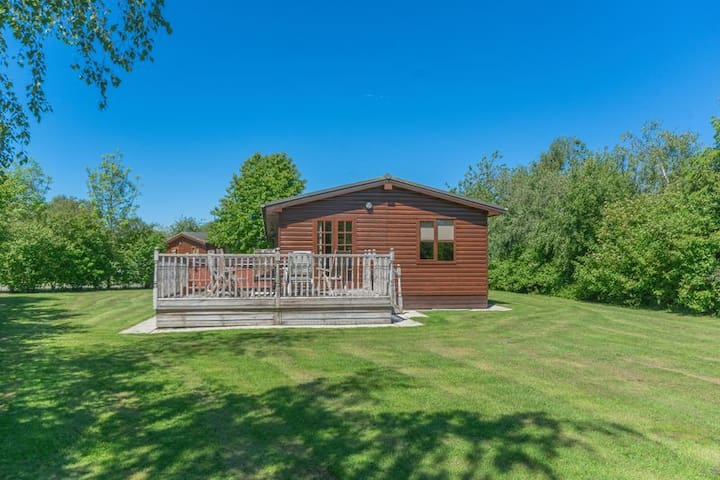 Lodge with Hot Tub, York. Great Location.