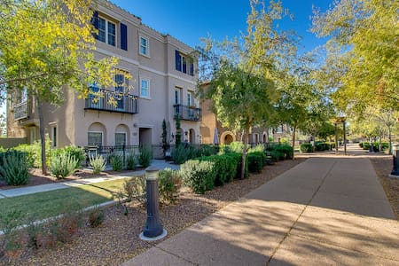 Elegantly furnished Town home close to it all! - Gilbert