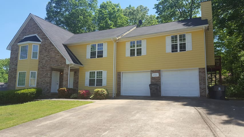 Cozy Atlanta Suburb Apartment, Close to Airport - Atlanta - Byt