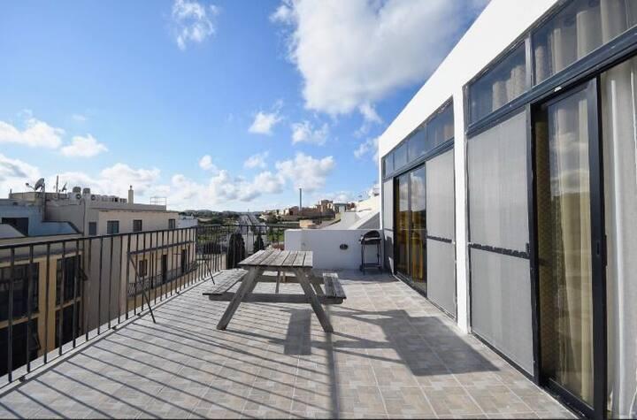 Modern double bedroom - center Msida