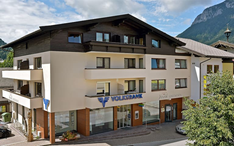 Comfortable Apartment in the village-center