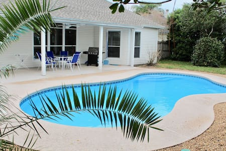 3 Bedroom House with private pool near beach