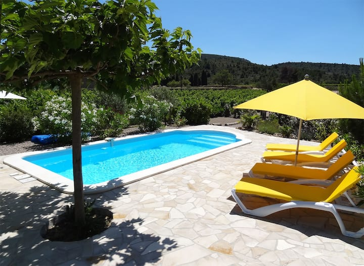 Villa avec piscine privative chauffée à 25 km mer.