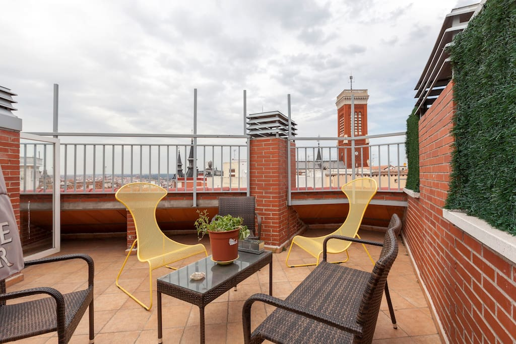 Centro de madrid puerta del sol piscina departamentos for Piscinas publicas madrid centro