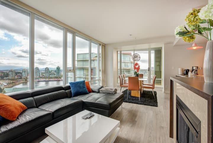 Yaletown 2 Bedroom Suite w/ Views of False Creek