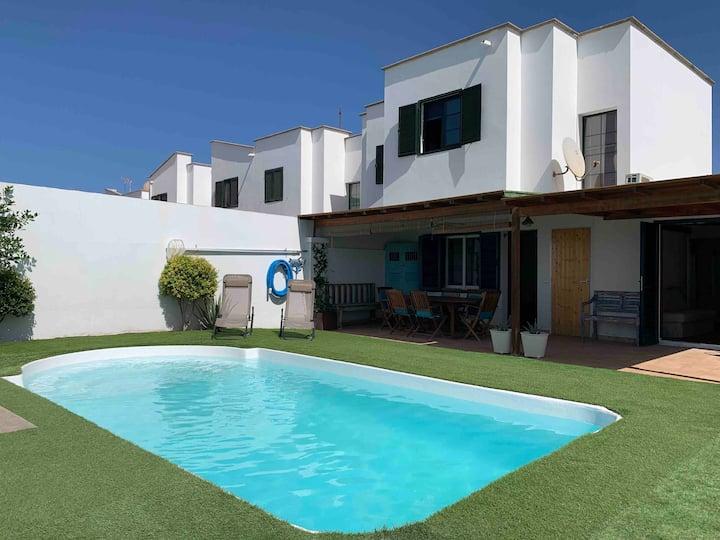Villa Leona, en Playa Blanca con piscina privada