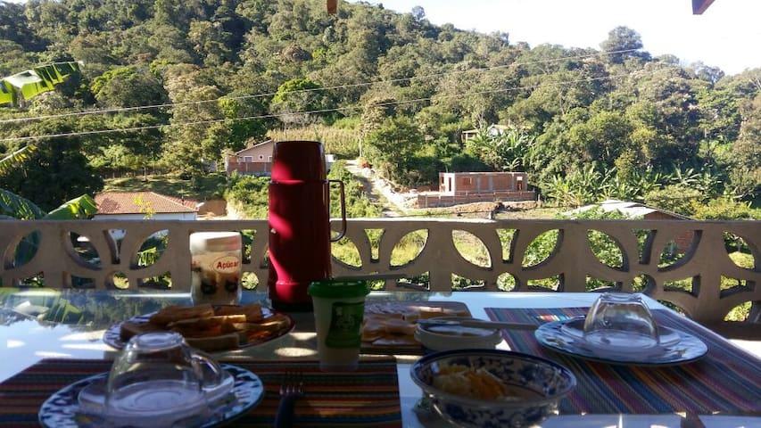 Que bela vista para se tomar um café da manhã