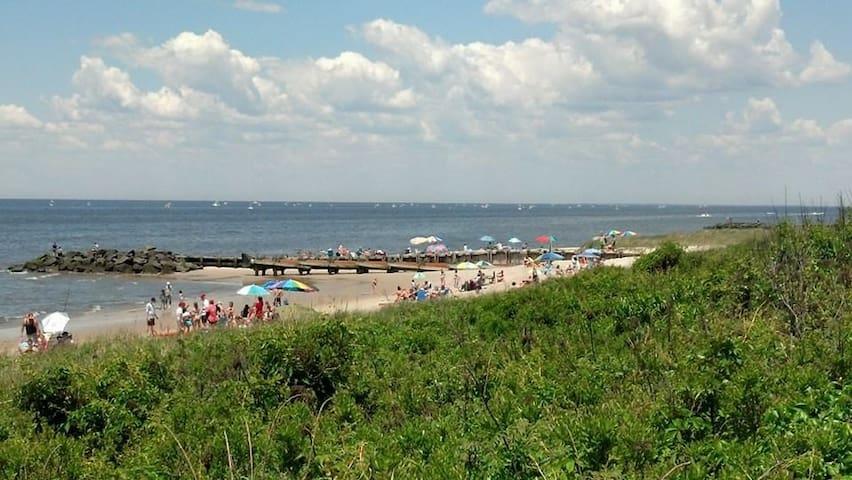 Beautiful N.Cape May retreat blocks from the beach